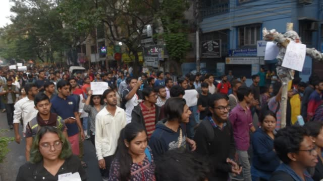 jadavpur university students protest against the attack on police brutality towards the student of jamia millia islamia university of delhi who were... - citizenship stock videos & royalty-free footage
