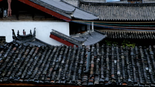 jade dragon snow mountain from baisha old town(tilt up) - roof tile stock videos & royalty-free footage