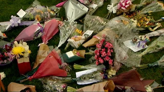jade goody funeral cortege departs undertakers in bermondsey england east london bermondsey ext wreaths of pink flowers spelling out 'jade from... - spelling stock videos & royalty-free footage