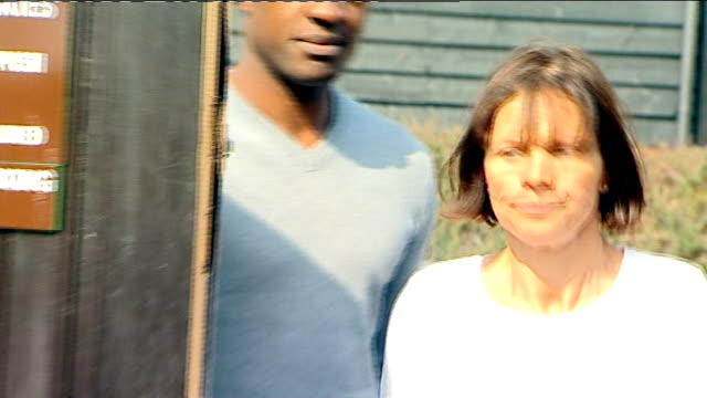 jade goody's mother makes statement jack tweed along through gates followed by adams / tweed and adams along through press scrum then through gates... - house husband stock videos & royalty-free footage