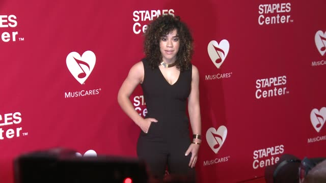 jade hendrix at the 2016 musicares person of the year honoring lionel richie at los angeles convention center on february 13, 2016 in los angeles,... - ライオネル・リッチー点の映像素材/bロール
