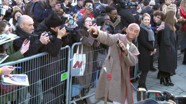 stockvideo's en b-roll-footage met jaden smith arrives at the louis vuitton show as part of the paris fashion week womenswear fall/winter 2018/2019 on march 6 2018 in paris france - louis vuitton modelabel