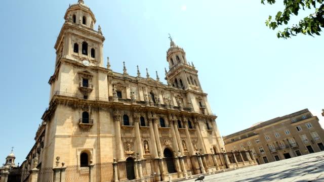 vídeos de stock e filmes b-roll de jaen cathedral - catedral