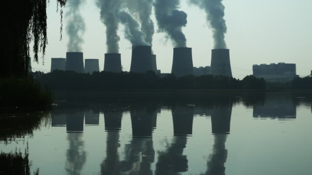 ws jaenschwalde coal power plant (east germany) in the backlit (4k/uhd to hd) - 石炭点の映像素材/bロール