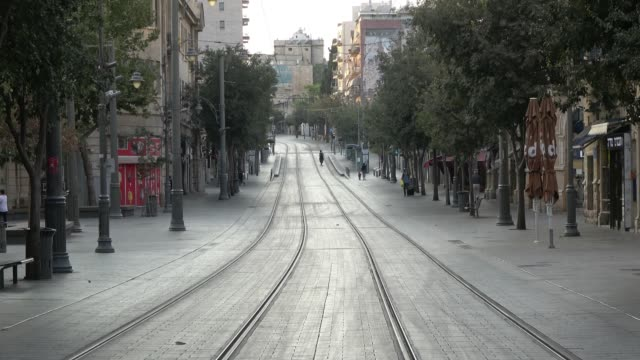 vídeos de stock e filmes b-roll de jaffa road the longest and major street is seen empty hours after movement restrictions imposed due to spike of coronavirus pandemic on september 18,... - major road