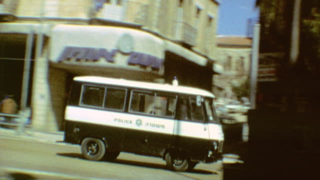 vidéos et rushes de jaffa street traffic with police vehicle passing by / signage for rabbi kook street / boy selling yedioth ahronoth newspapers / mens room ladies room... - israël