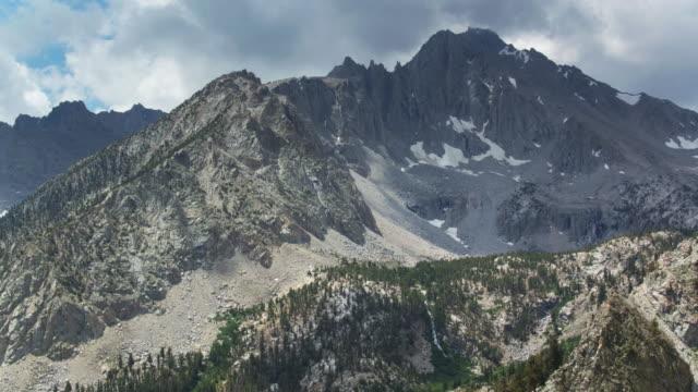 jagged california sierra nevada peaks - drone shot - wilderness area stock videos & royalty-free footage