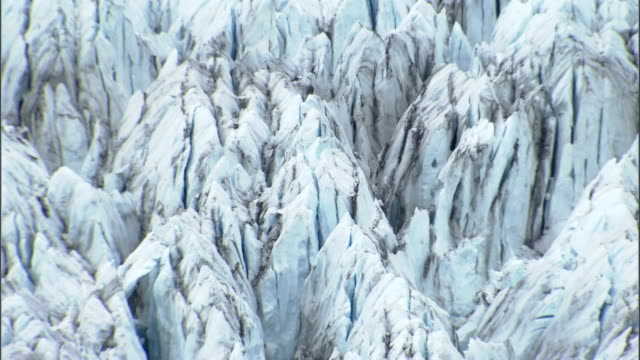 jagged ice of the columbia glacier. available in hd. - columbia glacier stock videos & royalty-free footage
