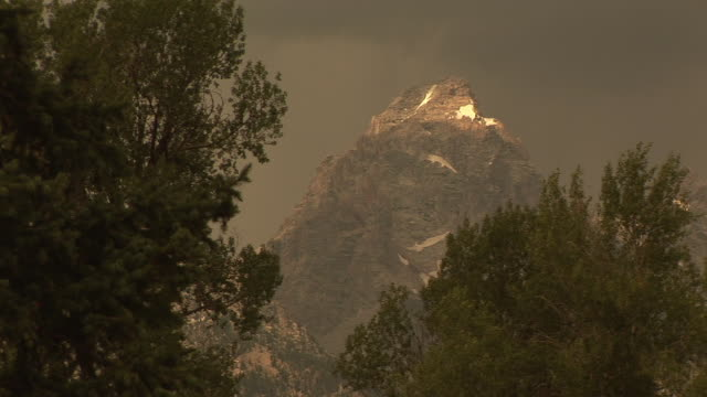 ms, jagged rocky mountain peak, grand teton national park, wyoming, usa - grand teton national park stock videos & royalty-free footage
