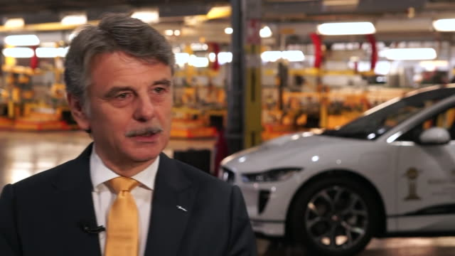jaguar land rover chief executive dr ralf speth saying today is the day we go into a new electrified future after investing hundreds of millions into... - midlands occidentali video stock e b–roll