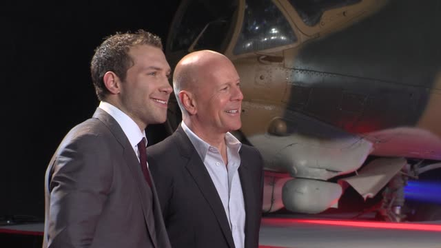 jai courtney bruce willis at 'a good day to die hard' uk premiere at empire leicester square on february 07 2013 in london england - bruce willis stock-videos und b-roll-filmmaterial