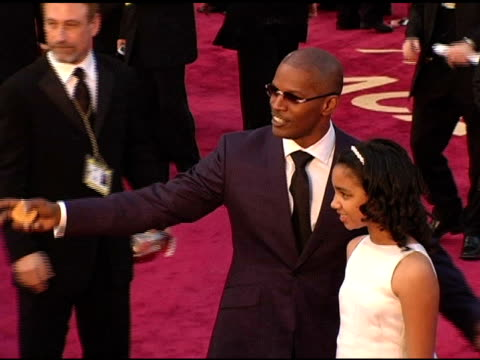 stockvideo's en b-roll-footage met jaime foxx and daughter corinne at the 2005 annual academy awards arrivals at the kodak theatre in hollywood, california on february 28, 2005. - academy awards