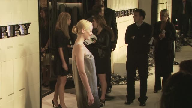 jaime king at the burberry beverly hills store re-opening at los angeles ca. - beverly hills点の映像素材/bロール