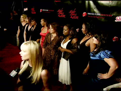 jaime pressly and the slim-fast women at the rachel hunter and slim-fast host style your slim event with special guest tim gunn and dj macy gray at... - レイチェル ハンター点の映像素材/bロール