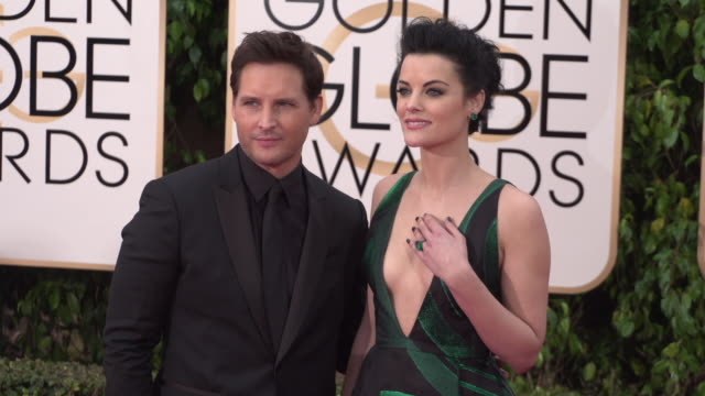 jaimie alexander and peter facinelli at 73rd annual golden globe awards - arrivals at the beverly hilton hotel on january 10, 2016 in beverly hills,... - peter facinelli video stock e b–roll
