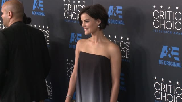 jaimie alexander at the 2015 critics' choice television awards at the beverly hilton hotel on may 31, 2015 in beverly hills, california. - 放送テレビ批評家協会賞点の映像素材/bロール