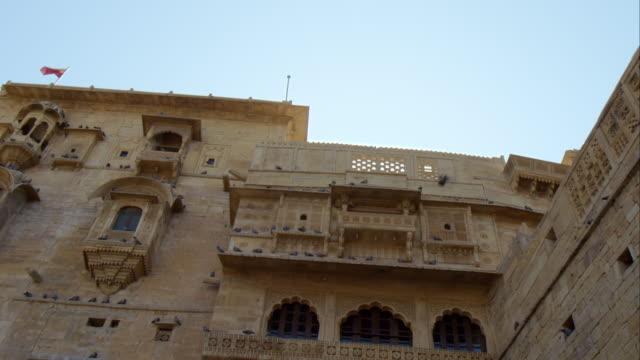 vídeos de stock, filmes e b-roll de jaisalmer fort - janela saliente