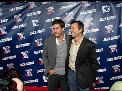 jake gyllenhaal and father stephen at the rock the vote at warner brothers in burbank california on september 29 2004 - warner bros stock videos & royalty-free footage