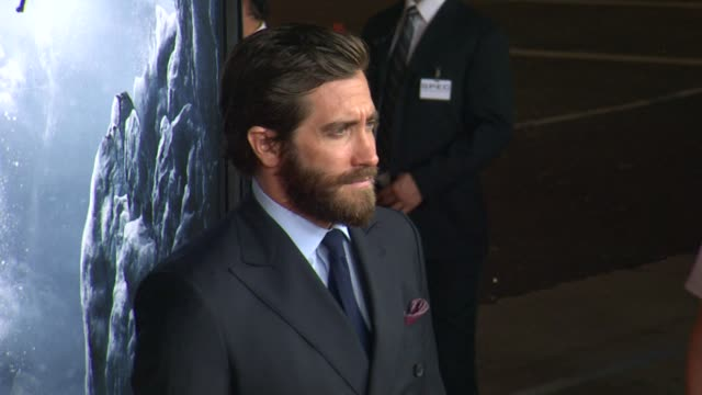 jake gyllenhaal at the everest los angeles premiere at tcl chinese theatre on september 09 2015 in hollywood california - jake gyllenhaal stock videos & royalty-free footage