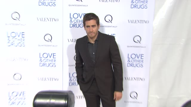 jake gyllenhaal at the 'love and other drugs' new york screening at new york ny - jake gyllenhaal stock videos & royalty-free footage