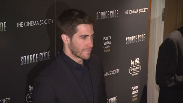 jake gyllenhaal at the the cinema society coach host a screening of 'source code' arrivals at new york ny - jake gyllenhaal stock videos & royalty-free footage