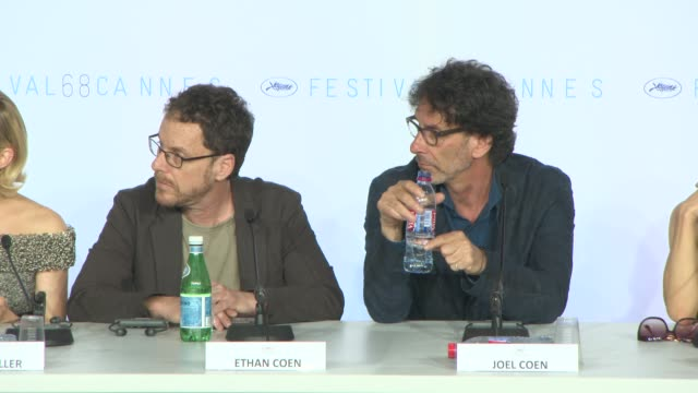 vidéos et rushes de jake gyllenhaal joking on how the coen brothers have set the agenda for the rest of the jury at jury press conference at palais des festivals on may... - frère