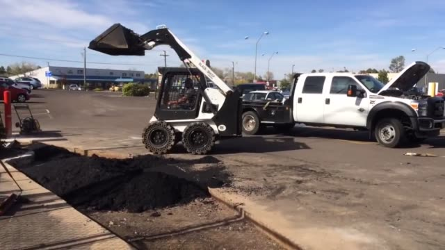 stockvideo's en b-roll-footage met jake uses his bobcat skidsteer on the job site with unbelievable skill and precision he is very effective at completing construction projects quickly... - overige