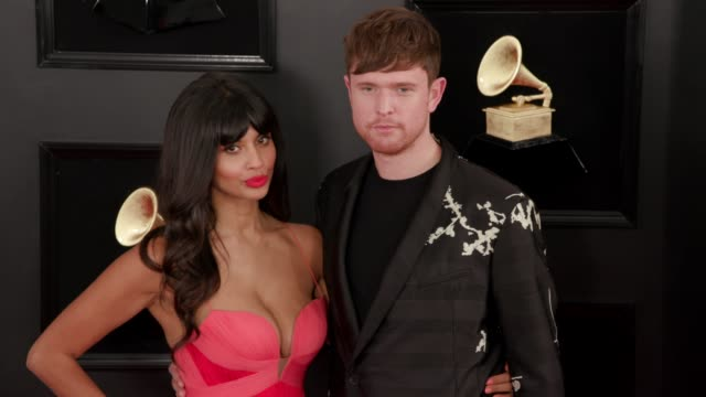 vídeos de stock, filmes e b-roll de jameela jamil and james blake at the 61st grammy awards arrivals at staples center on february 10 2019 in los angeles california editorial - prêmios grammy