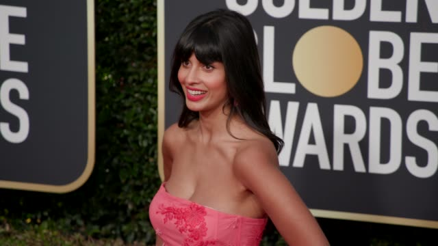jameela jamil at 76th annual golden globe awards arrivals in los angeles ca 1/6/19 4k footage - golden globe awards stock videos & royalty-free footage