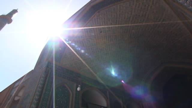 jameh mosque. low-angle pan-right from the tiled entrance to the minarets of the 12th century jameh mosque. the mosque is a fine specimen of the... - yazd province stock videos & royalty-free footage