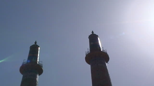 jameh mosque. low-angle view of the minarets of the 12th century jameh mosque. the mosque is a fine specimen of the azari style of architecture. - yazd province stock videos & royalty-free footage