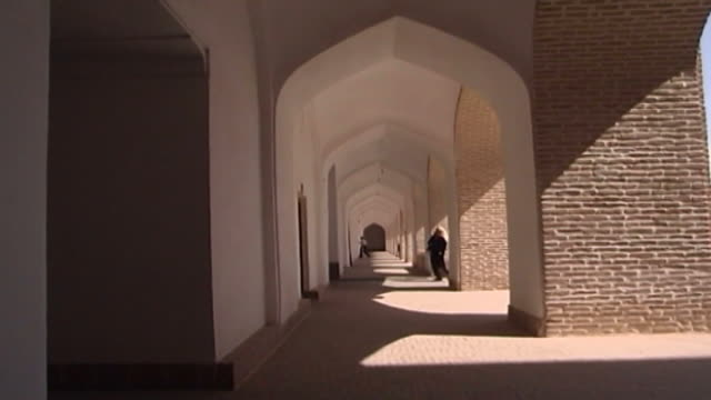 jameh mosque view of an arched loggia in the 12th century jameh mosque the mosque is a fine specimen of the azari style of architecture - circa 12th century stock videos & royalty-free footage