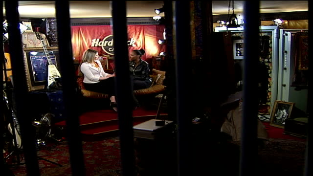 london hard rock cafe int jamelia sitting with tamsin sylvester - hard rock cafe stock videos & royalty-free footage