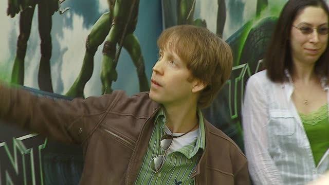 james arnold taylor at the 'teenage mutant ninja turtles' world premiere at grauman's chinese theatre in hollywood, california on march 17, 2007. - ミュータント・タートルズ点の映像素材/bロール