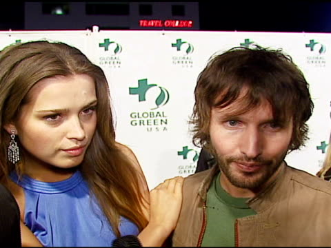 stockvideo's en b-roll-footage met james blunt and petra nemcova on global warming, why they are involved in the cause, what people can do, how the tsunami affected her, on james... - oscar party