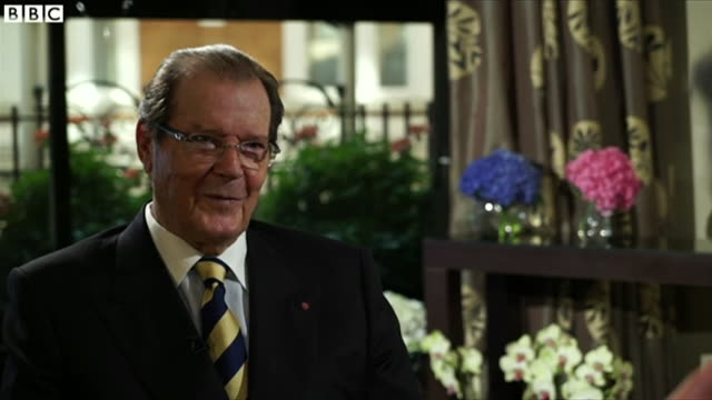james bond actor roger moore, interviewed by the bbc in late 2016 looks back at his career and discusses his biggest lifetime role in the james bond... - 俳優 ロジャー・ムーア点の映像素材/bロール