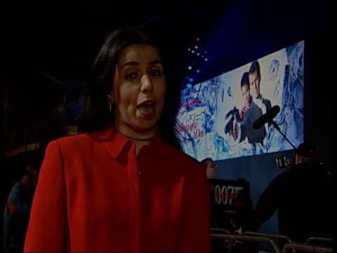 james bond film premiere; itn night i/c int queen meeting halle berry & pierce brosnan - ボンドガール点の映像素材/bロール