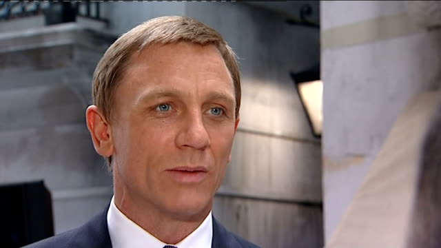 vídeos de stock, filmes e b-roll de james bond film 'quantum of solace' press conference and interviews at pinewood studios daniel craig james bond interview sot where we want to take... - james bond trabalho conhecido