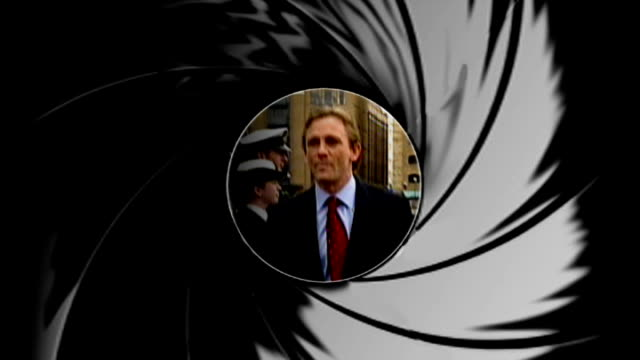 vídeos de stock, filmes e b-roll de craig injury invokes 'bond curse' tx england london river thames **james bond theme music overlaid sot** seq 'james bond' title graphic / iris /... - james bond trabalho conhecido