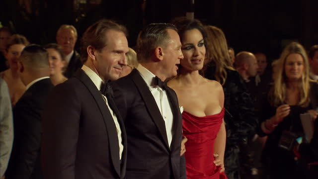 vídeos de stock, filmes e b-roll de james bond is back and has been on the streets of london tonight for the premiere the latest film skyfall is the 23rd movie in the bond series and... - james bond trabalho conhecido