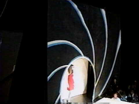 / james bond themed fashion show at studio 54. - 作品名 ジェームズ・ボンド点の映像素材/bロール