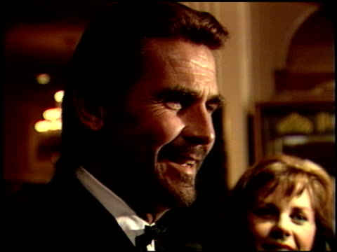 stockvideo's en b-roll-footage met james brolin at the 1989 golden globe awards at the beverly hilton in beverly hills, california on january 28, 1989. - james brolin