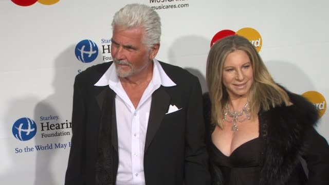 vídeos de stock, filmes e b-roll de james brolin, barbra streisand at the 2011 musicares person of the year honoring barbara streisand at los angeles ca. - barbra streisand