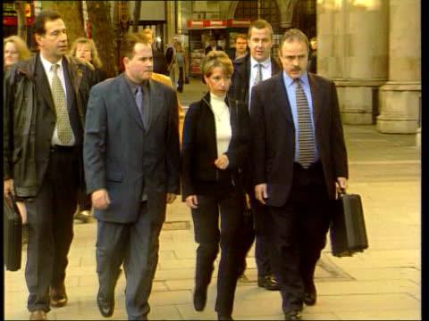 james bulger killers - jon venables faces parole board; high court: gv denise fergus along to court with legal team - ジョン ベナブルズ点の映像素材/bロール