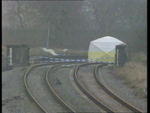 james bulger murder hearing lms cordon and cover over site by railway line where james body found zoom ms police round cover over site pull out more... - seilabsperrung stock-videos und b-roll-filmmaterial