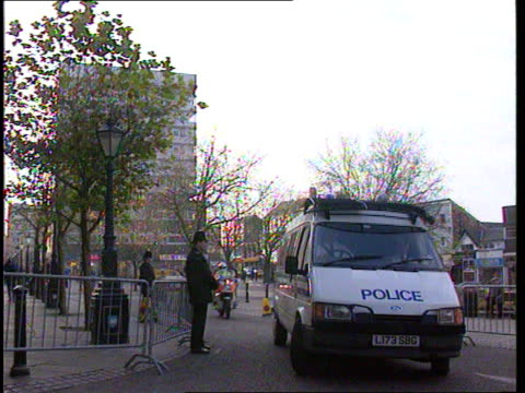Lancashire Preston Crown Court LAMS Two police vans arriving at court PAN Liverpool GV Liverpool Ring Road where defendants were challenged by witness