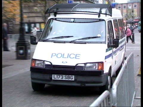 lancs preston preston crown court ralph bulger into court as past police van pan rl to bv ms police van arriving pan rl to bv lms witnesses out of... - liverpool england stock-videos und b-roll-filmmaterial
