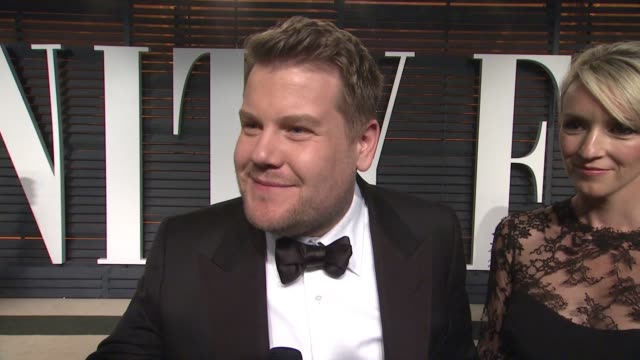 vídeos y material grabado en eventos de stock de interview james corden at the 2015 vanity fair oscar party hosted by graydon carter at wallis annenberg center for the performing arts on february 22... - vanity fair oscar party