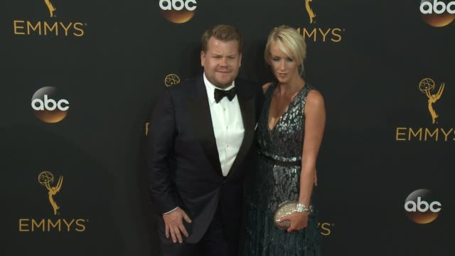 vídeos de stock, filmes e b-roll de james corden at the 68th annual primetime emmy awards arrivals at microsoft theater on september 18 2016 in los angeles california - primetime emmy awards