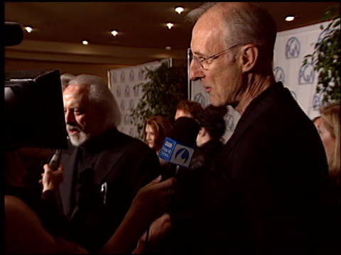 vídeos de stock, filmes e b-roll de james cromwell at the 2004 producers guild of america awards at the century plaza hotel in century city california on january 17 2004 - century plaza